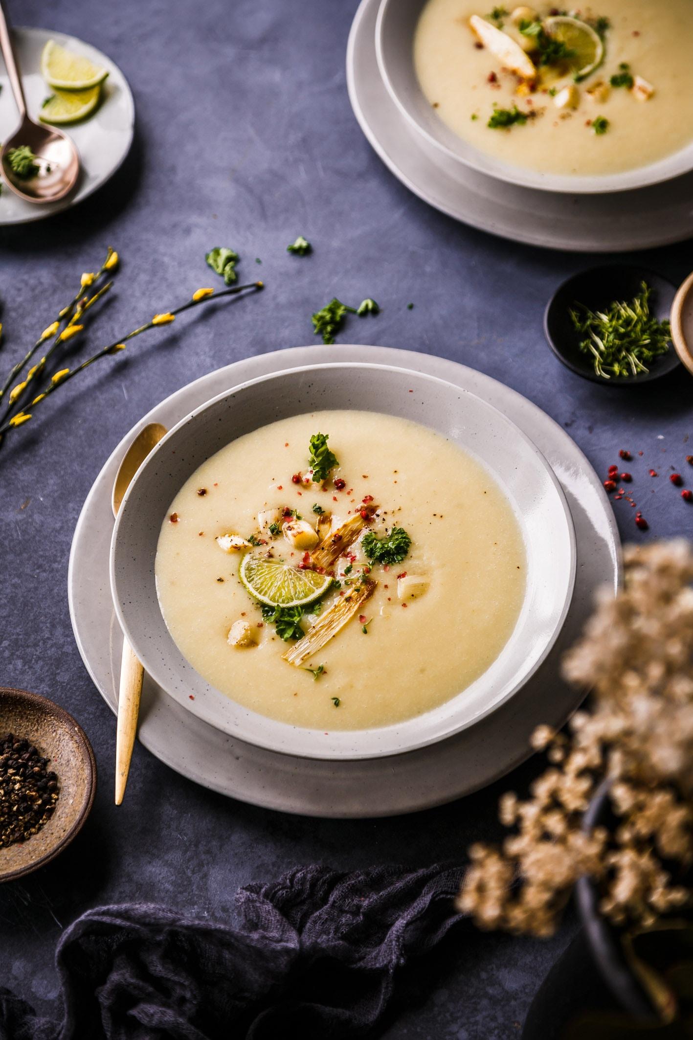 Spargelcremesuppe mit Zitronengras